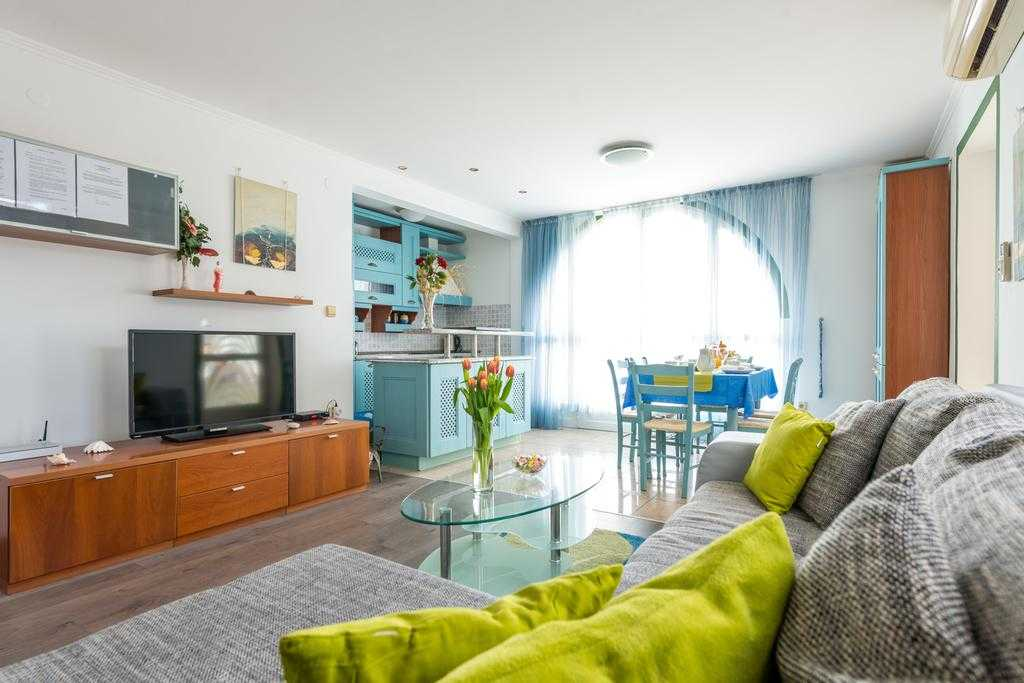 Apartments and Room Lora