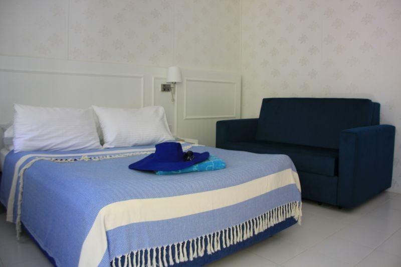 blue-white-hotel